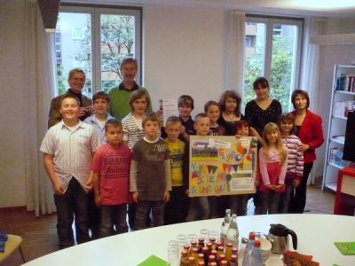 Foto zur Meldung: Spendenübergabe im SOS-Kinderdorf Berlin-Moabit