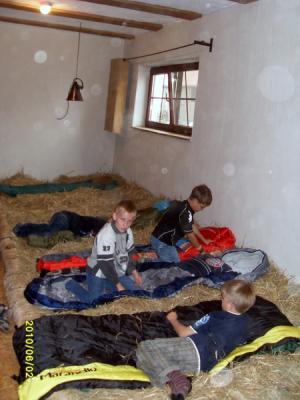 Foto zur Meldung: Klassenfahrt im Heu