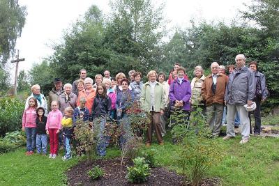 Foto zu Meldung: Neuen Bibelgarten in Schweinhütt besichtigt