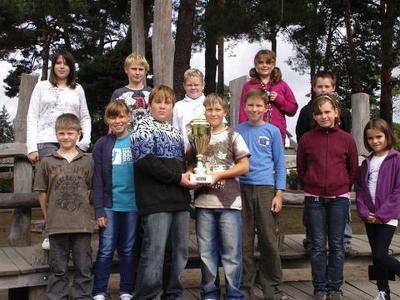 Foto zu Meldung: Wanderpokal vom 7. Drachenbootrennen erhalten