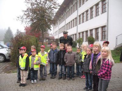 """Foto zu Meldung: Demonstration """"Toter Winkel"""" und Verhaltensregeln  bei den Schulanfängern"""