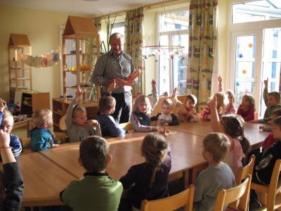 Foto zur Meldung: Der Zahnarzt war zu Gast im Kindergarten