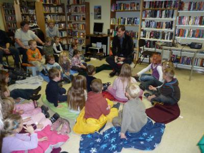 Foto zu Meldung: Roman Blank las zum bundesweiten Vorlesetag in der Bibliothek Wusterhausen