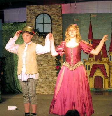 Foto zu Meldung: Märchenzeit im Holzhaustheater