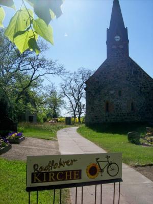 Foto zu Meldung: Radfahrerkirche in Borgisdorf - eine Jugendgruppe aus Leipzig zu Gast
