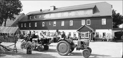 Foto zu Meldung: Zum Wohnheim 'Heiligenstock' kommt ein echtes Gut mit Tieren und Technik-Ausstellung