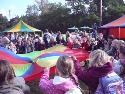 Foto zur Meldung: 130 Kinder im Zirkus