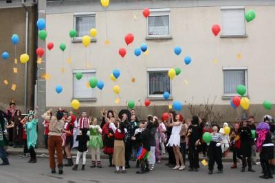 Foto zu Meldung: Faschingsfete der Hirschfelder Grundschüler