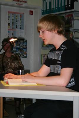 """Foto zu Meldung: Claudius Drewin las """"Da geht ein Mensch"""" von Alexander Granach in der Bibliothek Wusterhausen"""