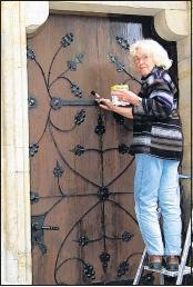 Foto zu Meldung: Frische Farbe für die alte Tür - Nachahmer gesucht