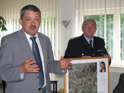 Foto zu Meldung: Innenminister Lorenz Caffier zu Besuch bei der Freiwilligen Feuerwehr Putbus