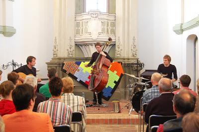 Foto zur Meldung: Fantastische Melodien mit dem Jaspar Libuda Trio in Reuden