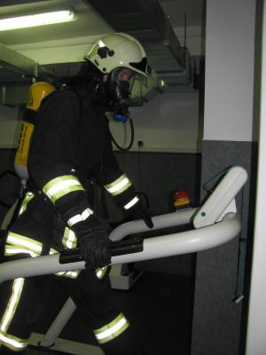 Foto zu Meldung: Ausbildung in der Atemschutzübungsstrecke