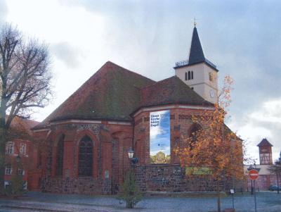 Foto zur Meldung: Stadtpfarrkirche Beelitz eingerüstet