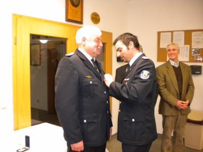 Foto zu Meldung: Verleihung der Ehrennadel des Kreisfeuerwehrverbandes Rügen in Gold