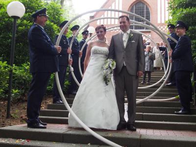 Foto zur Meldung: Schlauchspirale zur Hochzeit von Rebecca und Tobias