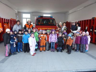 Foto zur Meldung: Kindergartenkinder bei der Feuerwehr
