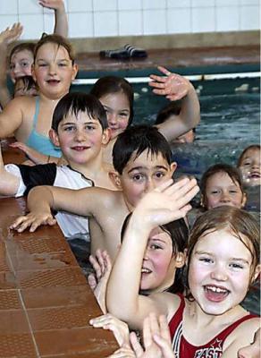 Vorschaubild zur Meldung: Schwimmbadfasching zieht nur wenig Kinder an
