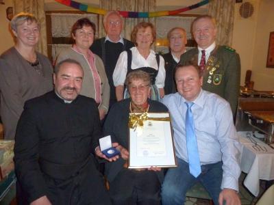 Foto zur Meldung: Große Ehrung von Bischof Gerhard Ludwig zum 80. Geburtstag von Maria Rackl