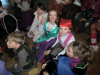 Foto zur Meldung: Die Narren sind los- Schulfasching in der Grundschule