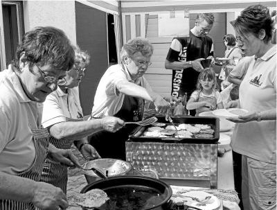 Foto zur Meldung: Frauenchor: Chor verwöhnt Gäste mit Kartoffelgerichten
