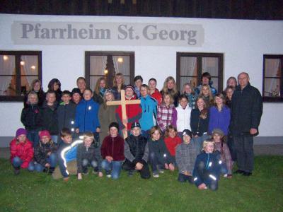 Foto zur Meldung: Jugendkreuzweg mit Symbolen in St. Georg war gut besucht