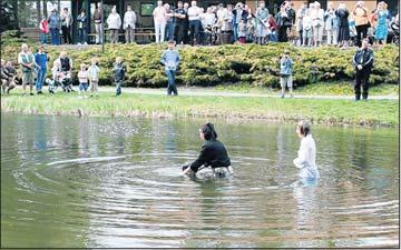 Foto zu Meldung: Taufe im Naturbad