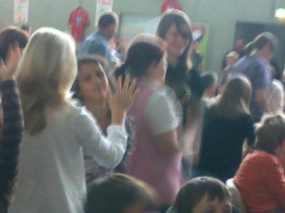 Foto zu Meldung: Kinder der Gemeinde auf Konzert bei Daniel Kallauch