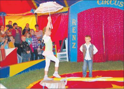 Foto zur Meldung: Akrobat schön – und alles Gute!