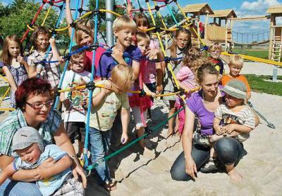 Vorschaubild zur Meldung: Werenzhainer Kinder erobern ihr neues Spielparadies