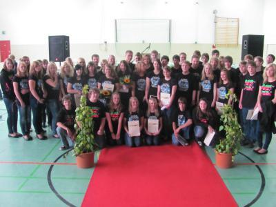 Foto zur Meldung: Gelungene Abschlussfeier für die Schülerinnen und Schüler der 9. und 10. Klassen
