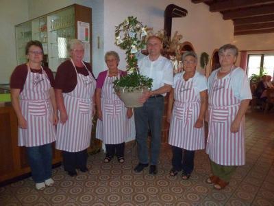 Foto zur Meldung: Die Senioren verabschiedeten Pfarrer Rahm