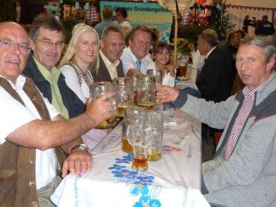 Foto zu Meldung: Der Handwerkerverein feierte seinen 100. Geburtstag – 55  Vereine machten ihre Aufwartung