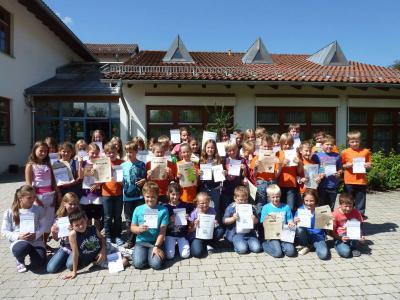 Foto zur Meldung: Die Grundschule ehrte ihre Sieger – Sportler – Mathepirat – Antolin und gute Leser