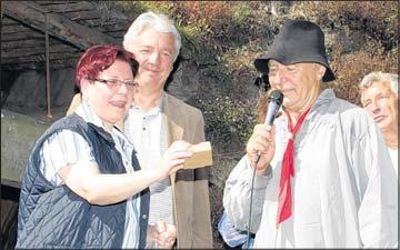 Foto zur Meldung: Überraschung am Stemberghaus: Einladung von Teerschwelern