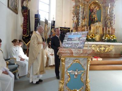 Foto zur Meldung: 15 Jahre Pfarrer in Prackenbach mit Filiale Krailing – Als sehr guten Freund schätzen gelernt