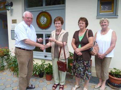 Foto zur Meldung: Eine Spende für die Missionsstation in Ghana