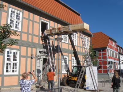 Foto zur Meldung: Einbaum erhält seinen Platz im Wegemuseum