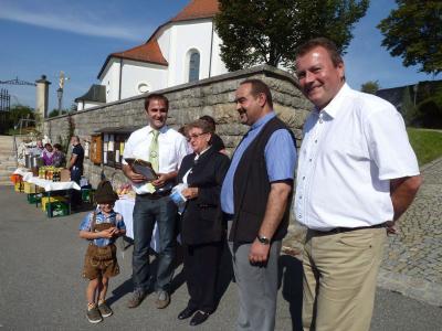 Foto zur Meldung: Feierliches Erntedankfest – Kirchenzug und Gabenprozession sämtlicher Ortsvereine