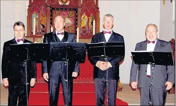 Foto zu Meldung: Singende Pfarrer statt Paps - Gut besuchtes Konzert in St. Jakobi
