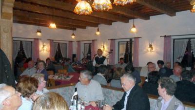 Foto zur Meldung: Ein gelungenes Weinfest mit viel Witz und schönen Liedern