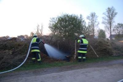 Foto zur Meldung: Brand Gartenabfälle in Ebersbach