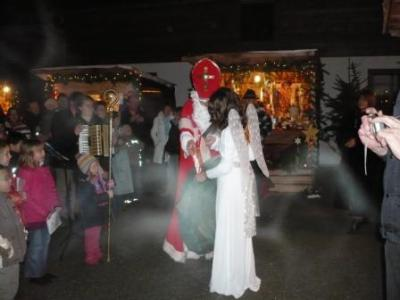 Foto zu Meldung: Romantischer Christkindlmarkt am Huberhof