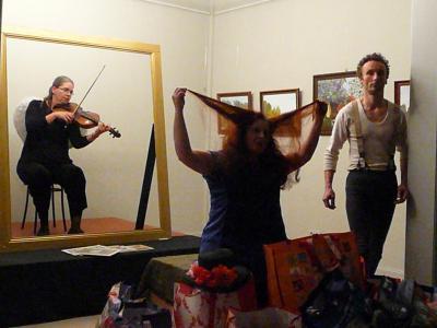 """Foto zu Meldung: Theaterpremiere im Alten Laden: Samuel Becketts """"Glückliche Tage"""""""