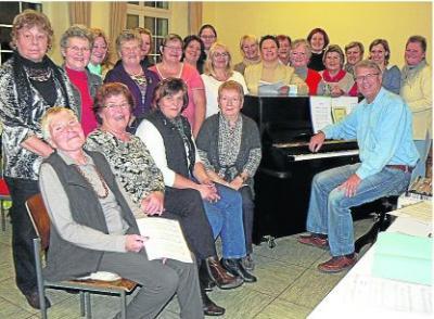 Foto zur Meldung: Frauenchor: Andreas Jung gibt jetzt bei den Damen den Ton an