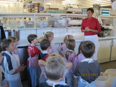 Vorschaubild zur Meldung: Ausflug zur Weihnachtsbäckerei ins Hotel Brugger in Titisee