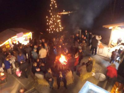 Foto zur Meldung: Adventsmarkt auch bei der Feuerwehr in Tresdorf