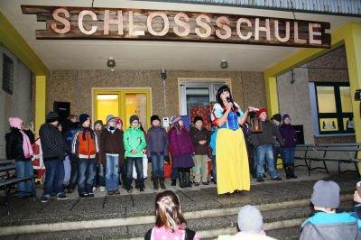 Foto zu Meldung: Grundschule stellt sich als Märchenschlossschule vor