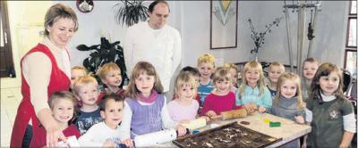 Foto zur Meldung: Backe, Backe – Weihnachtsplätzchen: Dank an Bäckermeister in Trautenstein für zwei schöne Nachmittage