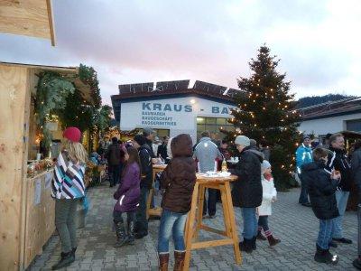 Foto zur Meldung: Der 2. Weihnachtsmarkt begann mit einem Regentag und war trotzdem ein großer Erfolg